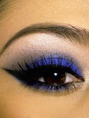cobalt-blue-smokey-eye.jpg