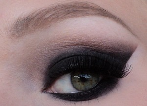 sexy-black-smokey-eyes.jpg